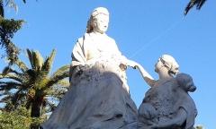 Regina, anciennement Excelsior Hôtel Regina - Français:   Statue de la reine Victoria devant le Palais Régina, Cimiez, Nice, Côte d\'Azur, France