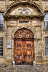 Ancien archevêché, puis Musée des tapisseries et théâtre - Main entrance door to the Palace, nowadays also hosting the \