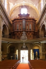 Eglise Saint-Esprit - Deutsch: Heilig-Geist-Kirche in Aix-en-Provence, Bick durch das Mittelschiff nach hinten zur Orgelempore