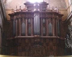 Eglise Saint-Esprit - Français:   Aix-en-Provence (Bouches-du-Rhône, France), le seul orgue un peu important de Charles ROYER parvenu jusqu\'à nous,construit en 1676 avec l\'aide de son fils Lazare,pour la chapelle des Grands Carmes d\'Aix et transféré à la Révolution dans l\'église St Jérôme dite du Saint Esprit; le buffet, de 1669, est l\'œuvre de 2 aixois: le menuisier Adolphe Dumas et le sculpteur Jean-Claude Rambot d\'après le dessin de Charles Royer. Restauration-reconstuction en 1850 par Prosper-Antoine Moitessier. Classé Monument Historique au titre objet le 20-09-1910, tant pour son buffet que sa partie instrumentale.