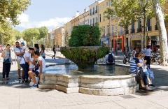 Fontaine des Neuf Canons - Deutsch: Fontaine des Neuf-Canons auf dem Cours Mirabeau in Aix-en-Provence