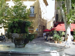 Fontaine des Neuf Canons - English: The fountain of the nine canons, at the corner of Cours Mirabeau and Nazareth St. (Aix-en-Provence, France)