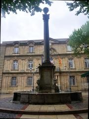 Fontaine - English:  Fountain of l'Hôtel de Ville (town hall), located Rue Vauvenargues in Aix-en-Provence in France.
