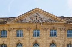 Halle aux grains - Deutsch: Halle aux grains in Aix-en-Provence, Tympanon