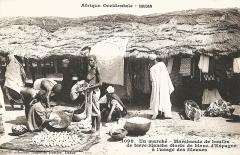 Hôtel de Roquesaule -  François-Edmond Fortier, Marchande de boules de terre blanche à l'usage des fileuses (sorte de blanc d'Espagne). Afrique Occidentale - Soudan.