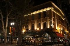 Immeuble du Café des Deux Garçons - English: The brasserie / restaurant Les Deux Garçons on the Cours Mirabeau in Aix-en-Provence (Bouches-du-Rhône, France).