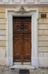 Maison - Français:   Porte d\'entrée du XVIIè siècle de l\'hôtel Adanson