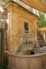 Mur romain - Deutsch: Fontaine Espéluque auf dem Place des Martyrs-de-la-Résistance in Aix-en-Provence