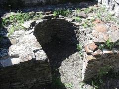 Vestiges de l'oppidum celto-ligure d'Entremont -  Four sur le site de l'oppidum d'Entremont