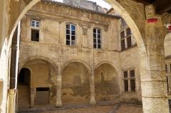 Commanderie de Sainte-Luce de l'Ordre de Malte - Deutsch: Commanderie de Sainte-Luce in Arles, Innenhof