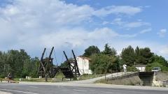 Pont Van-Gogh et maison pontière - Nederlands: Brug van van Gogh te Arles 23-05-2018 17-16-00