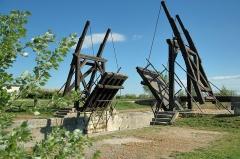 Pont Van-Gogh et maison pontière -  Bridge near Arles, like in a famous painting of Van Gogh