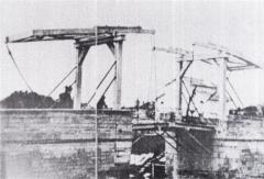 Pont Van-Gogh et maison pontière - Deutsch: Die originale Langlois-Brücke, die durch die Gemälde van Goghs weltberühmt wurde. Sie wurde 1930 abgetragen und durch eine Stahlbetonkonstruktion ersetzt. Populär hieß sie zu van Goghs Zeit