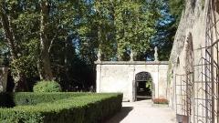 Château - English: Garden of the Château de La Barben, Bouches-du-Rhône, France