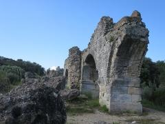 Aqueduc de Barbegal - Deutsch: Aquädukt Alpilles—Arles bei der römischen Mühle von Barbegal