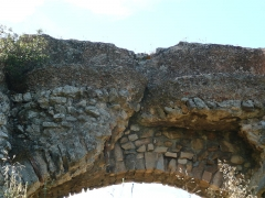 Aqueduc de Barbegal -  Arch and water channel