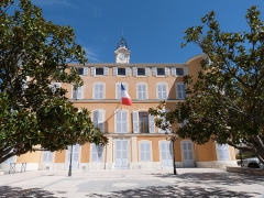 Château d'Albertas - Français:   Vue partielle de la façade principale de l\'hôtel de ville de Gémenos (Bouches-du-Rhône)