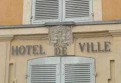 Château d'Albertas - Français:   L\'écusson de la ville de Gémenos sur la façade de la mairie.
