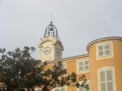 Château d'Albertas - Français:   Vue de la mairie de Gémenos et de son campanile.