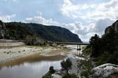 Ancien pont suspendu de Mirabeau (également sur commune de Mirabeau (Vaucluse) ) - English: The bridge of Mirabeau, Vaucluse (France)