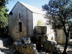 Chapelle Sainte-Anne-de-Goiron (également sur commune de La-Roque-d'Anthéron) -  Bouches-Du-Rhone Chapelle Sainte-Anne-De-Goiron Cote Ouest 20102011