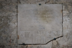 Abbaye Saint-Victor - English: Crypt of Saint-Victor: funeral inscription of Hugues de Glazinis, 1250