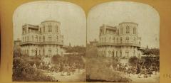 Arsenal des Galères , actuellement entrepôt - Français:   Le kiosque Bonaparte, Marseille. Guinguette édifiée par Léon Cahier en 1860-1861 et détruit en 1890. Stéréophotographie de Furne Fils et H. Tournier entre 1857-1864