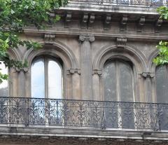 Hôtel Louvre et Paix  ou Hôtel dit de La Marine - English: Pilasters in Marseille - Hôtel Louvre et Paix
