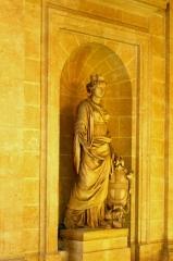 Hôtel de ville -  Statue sculptée par Félix Garbeille représentant