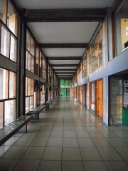 Unité d'habitation Le Corbusier dite Cité Radieuse -  Sainte-Anne | Boulevard Michelet Cité Radieuse - Unité d'habitation à Marseille Arch. Le Corbusier 1947-52 3rd floor corridors, the commercial street. To see full set on Cité Radieuse: <a href=
