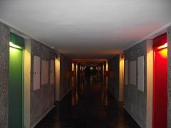Unité d'habitation Le Corbusier dite Cité Radieuse -  Sainte-Anne | Boulevard Michelet Cité Radieuse - Unité d'habitation à Marseille Arch. Le Corbusier 1947-52 4th floor corridors. To see full set on Cité Radieuse: <a href=