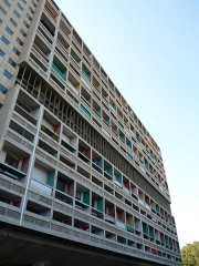 Unité d'habitation Le Corbusier dite Cité Radieuse - English: Unite d'Habitation east elevation from ground level