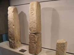 Oppidum des Caisses - Français:   Stèles anthropomorphiques trouvées à l\'oppidum des Caisses de Jean-Jean (Mouriès). Musée de l\'Arles antique.