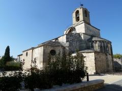 Eglise paroissiale Saint-Baudile - Français:   Noves - Église de Saint Beaudile, nef romane du Xème et XII ème siècle, Chapelles du XVème et XXème siècle