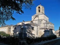Eglise paroissiale Saint-Baudile - Français:   église de Noves (13)