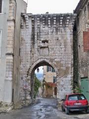 Porte de ville Sainte-Anne - Français:   Porte Sainte Anne d\'Orgon (13)