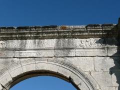 Pont Flavien -  Pont Flavien. Inscription latine sur le pont. Référence CIL XII, 647.