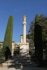 Eglise Saint-Laurent - English: Statues near the collegiate church Saint-Laurent in Salon-de-Provence (Bouches-du-Rhône, France)