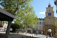 Tour de l'Horloge - Français:   Porte à Salon-de-Provence.