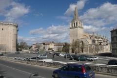 Abbaye Saint-Honorat (vestiges de l'ancienne) - Français:   Eglise et château à Tarascon.