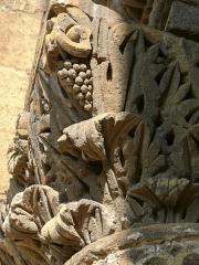 Chapelle et Tour Saint-Gabriel - Français:   Chapelle Saint-Gabriel - Chapiteau du portail occidental - Détail