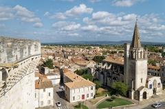 Eglise Saint-Jacques - Deutsch: Église Sainte-Marthe in Tarascon, vom Dach des Schlosses aus gesehen