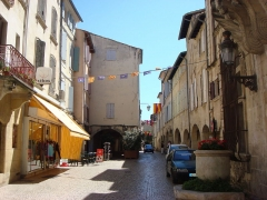 Hôtel de ville - English: Rue des Halles in Tarascon. Viewed from the front of the town hall