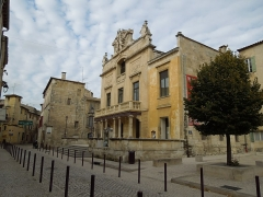 Théâtre municipal - English: Facade of Théâtre de Tarascon