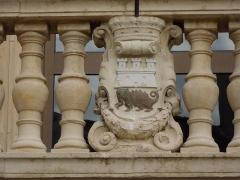 Théâtre municipal - English: Coat of arms of Tarascon on the facade of Théâtre de Tarascon