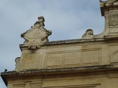 Théâtre municipal - English: Detail of the facade of Théâtre de Tarascon