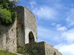 Remparts - Français:   Bargème - Une porte des remparts