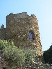 Château des Seigneurs de Foz (restes) - English: Tower of the castle of knights of Fos in Bormes-les-Mimosas (Var, France).
