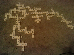 Château des Seigneurs de Foz (restes) - English: Finished Bananagrams crossword