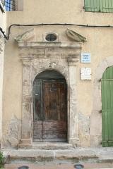Ancien Palais des Comtes de Provence, actuellement musée du pays brignolais - Français:   Maison natale de Saint Louis d\'Anjou à Brignoles (Var), ancien palais des comtes de Provencz, monument classé.